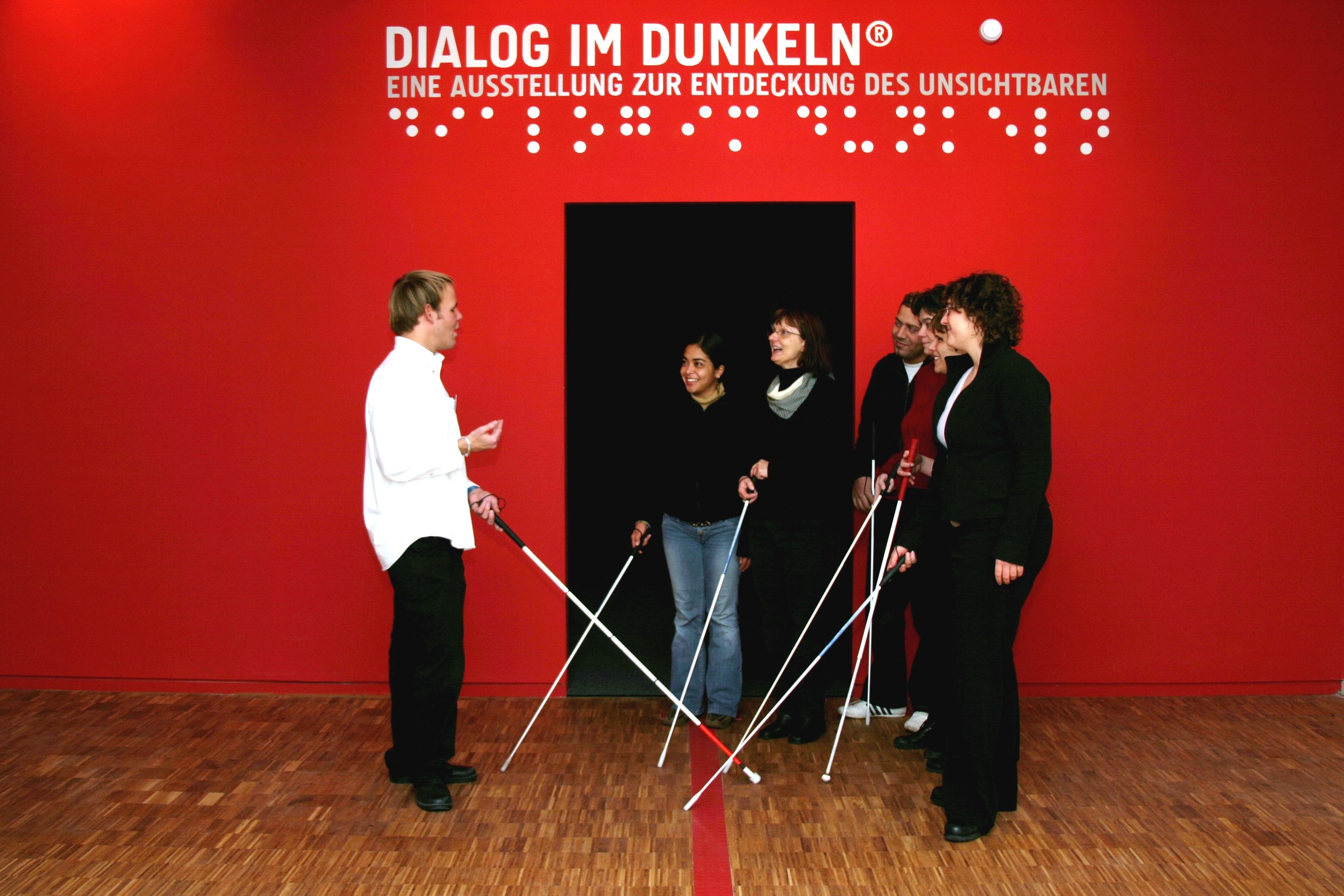 Neues pädagogisches Begleitheft zum »Dialog im Dunkeln«