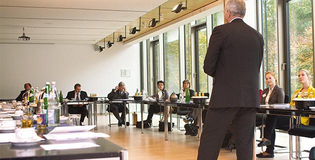 Bild von der Preisverleihung 2012, Vortrag